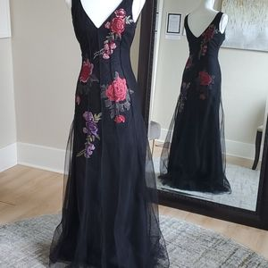Size 4 black tulle w/ floral inset slim Aline gown